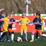 Zacięta rywalizacja o piłkę (fot. P. Jach)